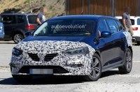 Renault тестирует обновленную версию универсала Megane