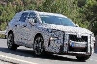 Компания Opel вывела на тесты новый трехрядный внедорожник