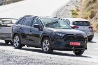 Гибридный Toyota RAV4 засняли на дорогах Европы