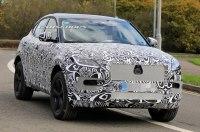 Jaguar вывела на тесты прототип обновленного кроссовера E-Pace