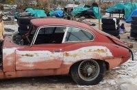 В старой теплице нашли коллекцию классических Jaguar
