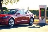 Зарядки Tesla Supercharger будут появляться в Украине постепенно