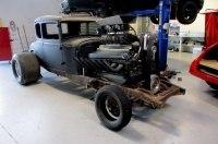 Новозеландец построил хот-род Ford Model A с 27-литровым V12 от танка