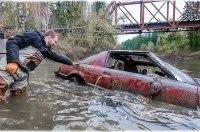 Дайверы нашли на дне реки коллекцию автомобилей