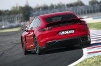 Обновленную Porsche Panamera застали без камуфляжа