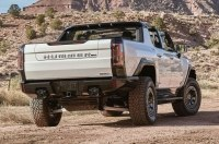 Леброн Джеймс снял обзор о новом Hummer EV