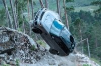 Range Rover Джеймса Бонда против Toyota LC Prado