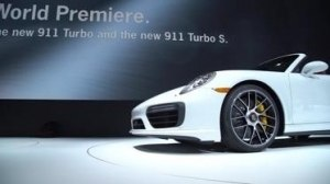 Видео Porsche 911 Turbo S и 911 Turbo S Cabriolet выставке
