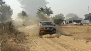 Toyota Fortuner Off-road