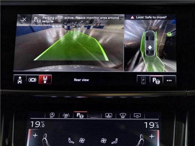 Audi A8 научился ездить без водителя. Audi A8