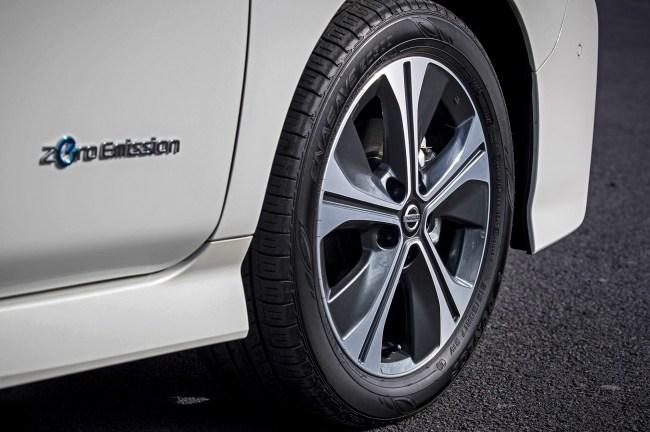 Управляем электрокаром Nissan Leaf при помощи одной педали. Nissan Leaf