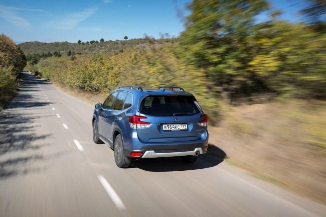 Тоскуем по турбонаддува за рулем кроссовера Subaru Forester. Subaru Forester