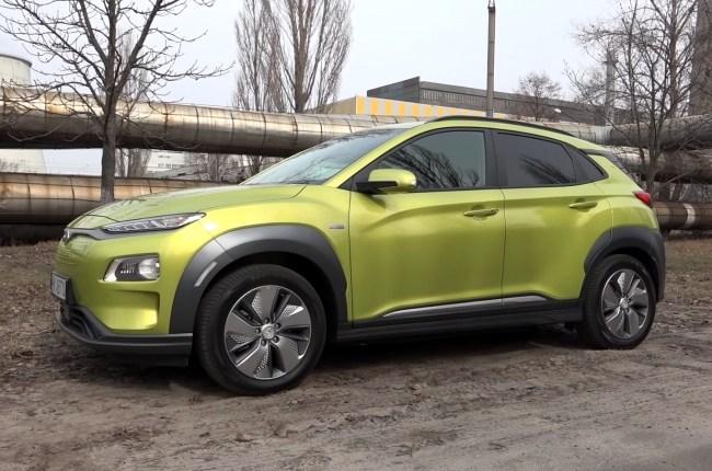 Hyundai Kona Electric вид сбоку