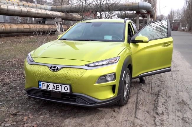 Hyundai Kona Electric вид спереди