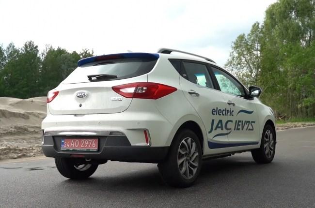 JAC iEV7s вид сзади