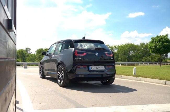 BMW i3s вид сзади