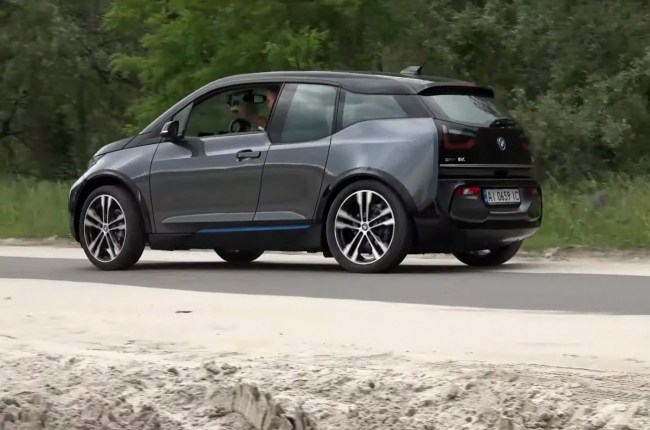 BMW i3s поведение на дороге