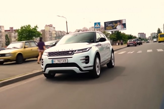 Land Rover Range Rover Evoque в движении