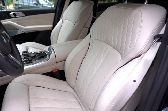 BMW Х7 передние сиденья