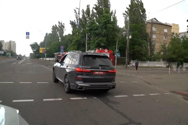 BMW Х7 поведения в городе