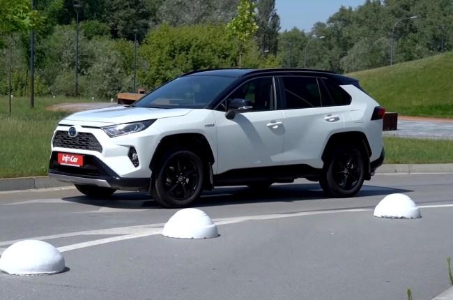 Toyota RAV4 Hybrid вид сбоку