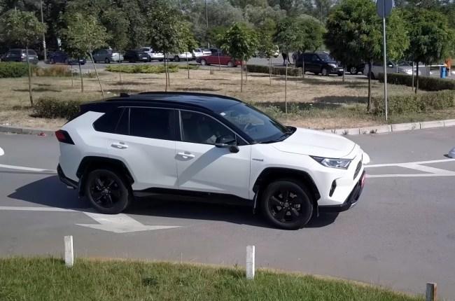 Toyota RAV4 Hybrid крыша
