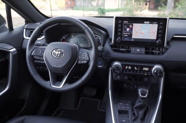 Toyota RAV4 Hybrid салон