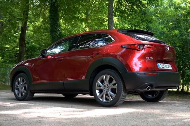 Mazda CX-30 вид сбоку