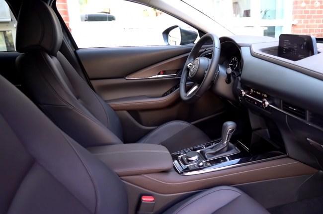 Mazda CX-30 передние сиденья