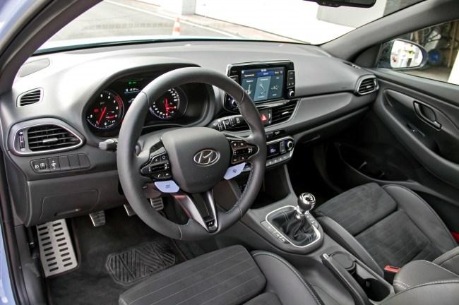 Атакуем поребрики. Hyundai i30 N
