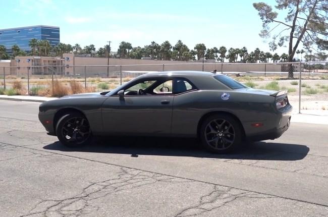 Dodge Challenger вид сбоку