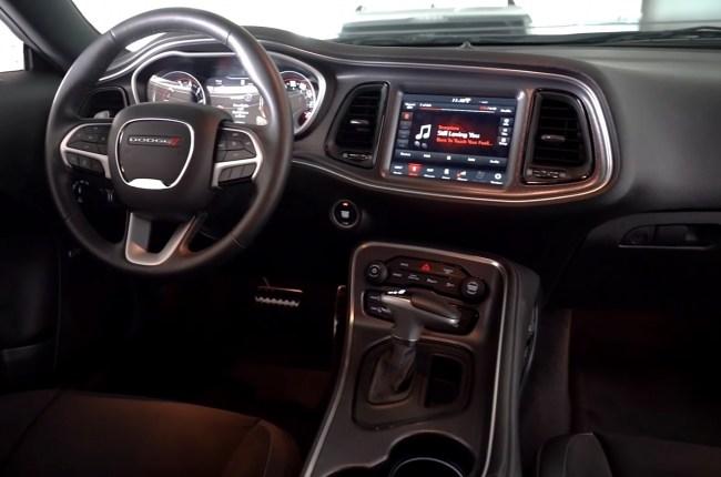 Dodge Challenger салон