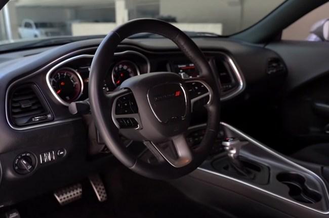 Dodge Challenger руль
