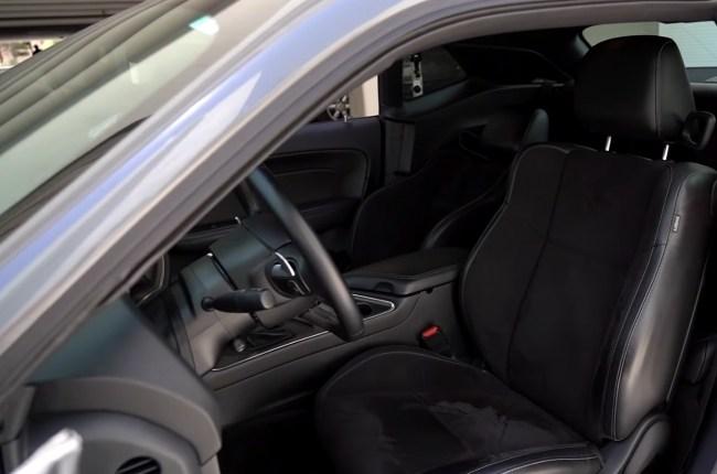 Dodge Challenger передние сиденья