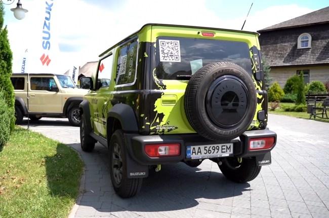 Suzuki Jimny вид сзади