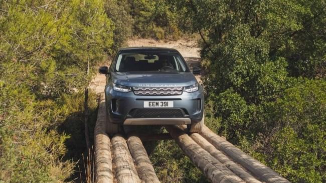 Тот же Evoque, только с ручками. Land Rover Discovery Sport