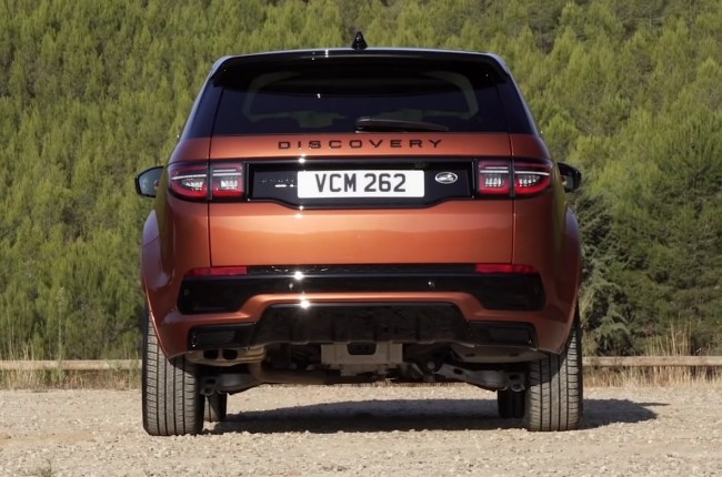 Land Rover Discovery Sport вид сзади