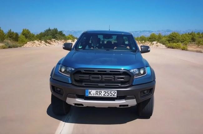 Ford Ranger Raptor поведения на асфальте