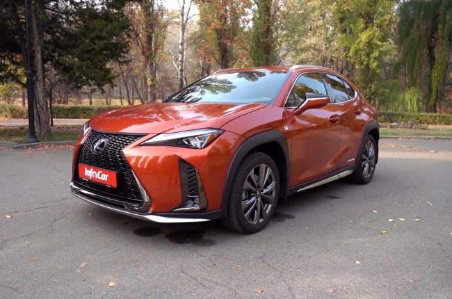 Lexus UX вид спереди