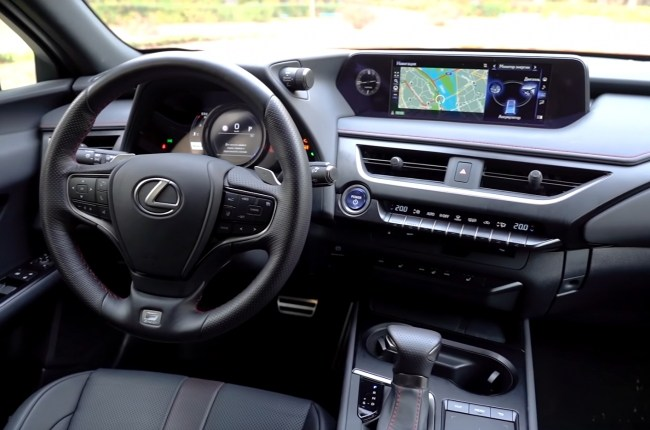 Lexus UX салон