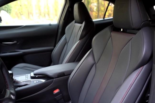 Lexus UX сиденья