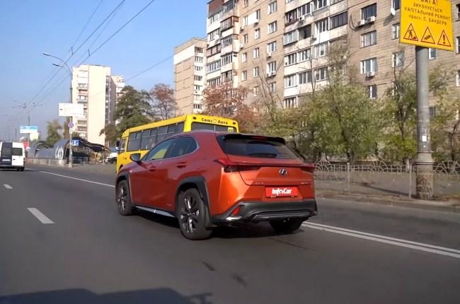 Lexus UX в городе