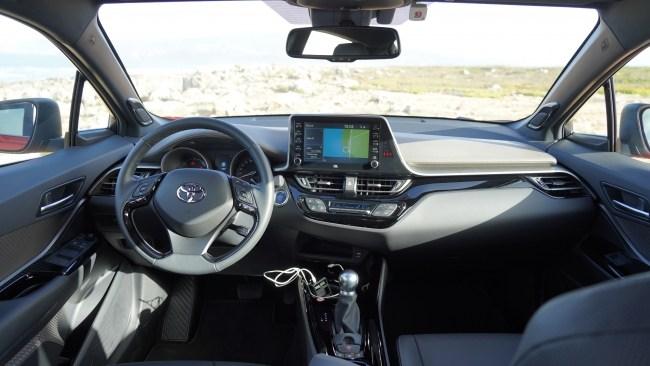 Toyota C-HR салон