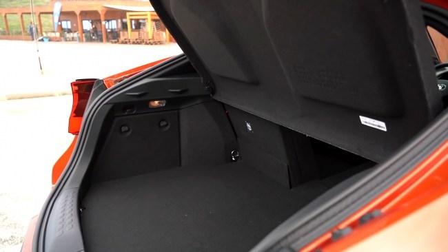 Toyota C-HR багажник