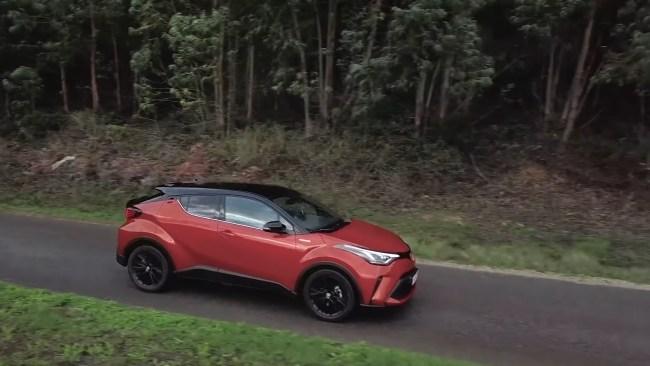 Toyota C-HR поведение на дороге