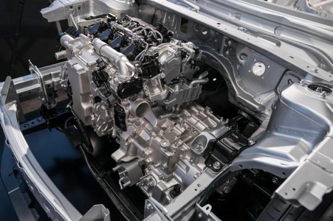 Необычный кроссовер с необычным мотором. Mazda CX-30
