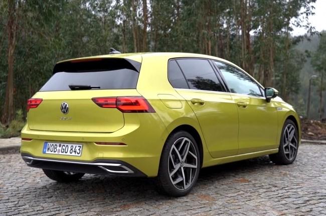 VW Golf 8 вид сзади