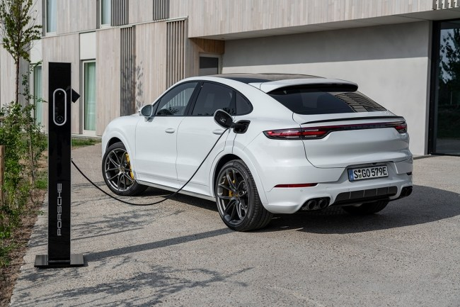Сумасшедший разгон, смехотворный расход. Porsche Cayenne Turbo Coupe E-Hybrid