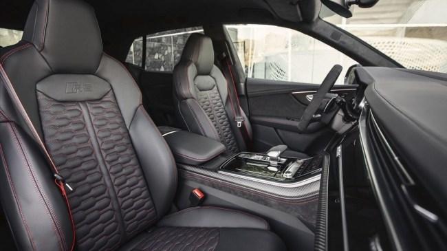 Танцующий медведь. Audi RS Q8