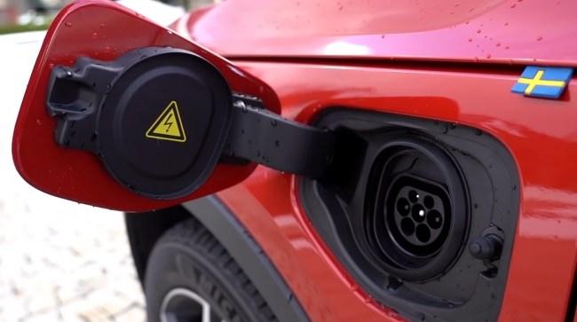 Volvo XC40 Plug-in Hybrid порт зарядки